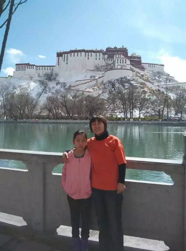 Fan Yusu and daughter on trip to Lhasa